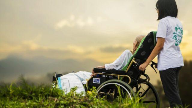 HSPに介護職は適職って本当?【仕事内容は向いているが疲れます】