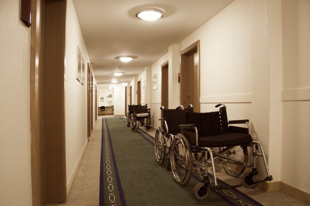 HSPは介護職で転職するべきか