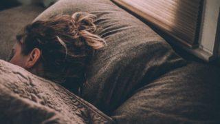 HSPは睡眠不足になりやすい?【眠い理由・寝れない原因・対策】