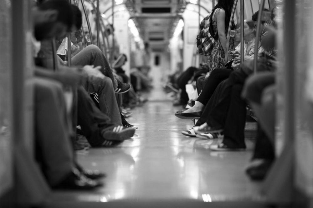 通勤電車は情報シャットダウン